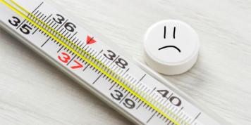 Температура - один из симптомов укуса клеща